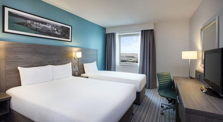 Jurys Inn East Midlands Airport Castle Donington At the entrance to East Midlands Airport, this 4-star hotel offers free WiFi, a range of accommodation and parking options only a 5-minute walk from the terminal. Derby, Leicester and Nottingham are within 15-30 minutes' drive.
