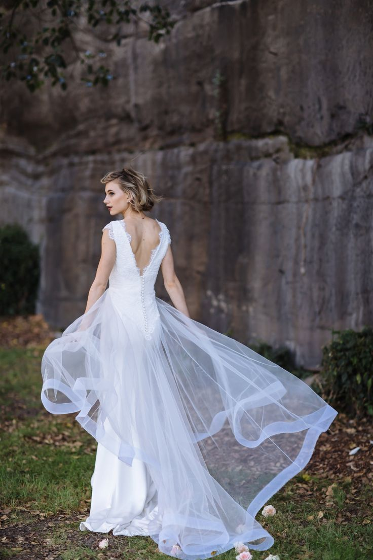 Brautkleider 2016 ~ The Look of Love Collection ~ Moira Hughes Couture