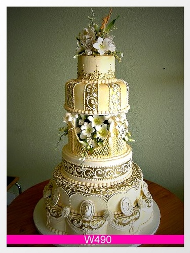Refreshing beautiful Gold Old School Cake. by Sweet Art on Flicker.