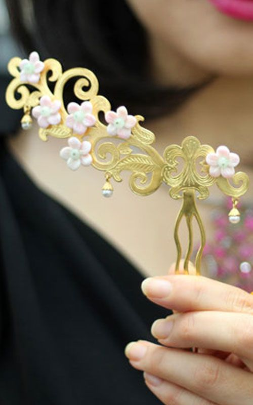 Korean Traditional Hairpick by NASCHENKA... want . I wonder how much they are.