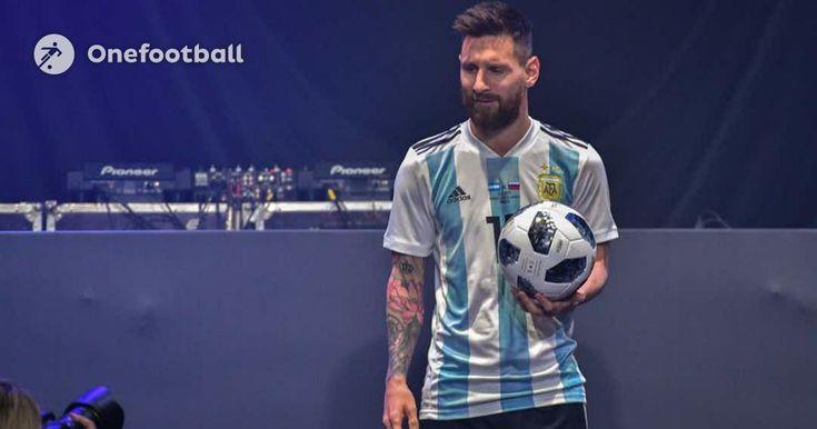 Balón oficial de el mundial ⚽ y copa de el mundo ❤ lo mas hermoso de la vida :3