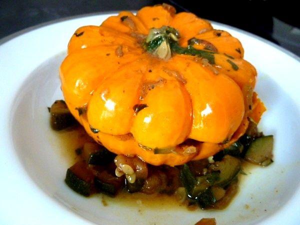 MINI CITROUILLES AUX COURGETTES, légume farci à la couleur chatoyante pour stimuler l'appétit, un plat goûteux, juteux, où rien ne se perd