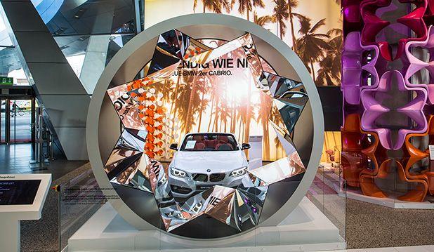 BMW Welt : News : BMW 2er Cabrio Ausstellung