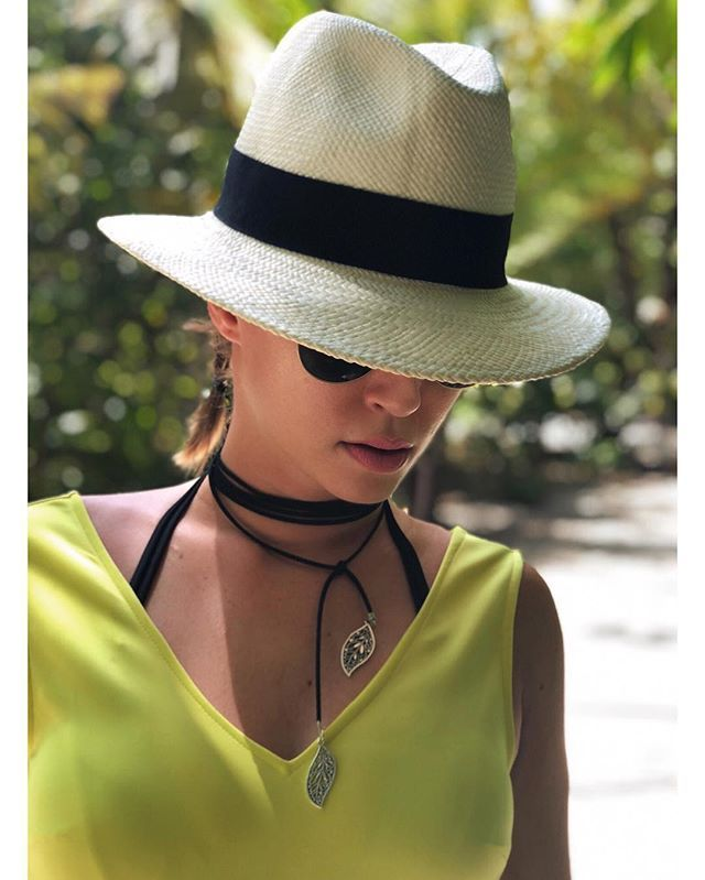 A woman makes the outfit her own with accesories.. Happy sunny Saturday! #kattiva #accesories  #fashionbrand #festivalfashion #summerfashion