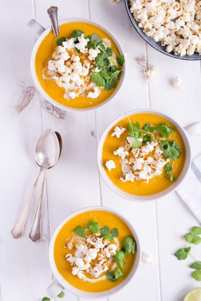 Weihnachtsmenü Vorspeise: Süßkartoffel-Pastinaken-Suppe mit gerüffeltem Popcorn - rein pflanzlich, glutenfrei, vegan, ohne raffinierten Zucker - de.heavenlynnhealthy.com