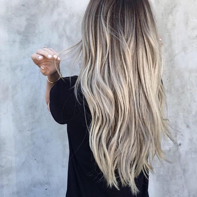 This cool, blended blonde balayage created by @tauni901 is EVERYTHING! Here's…