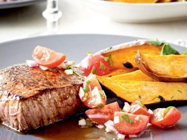 Hoofdgerecht: Gegrilde steak met zoete aardappel en tomatensalsa - Libelle Lekker!