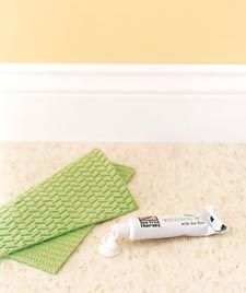 12 quick fixes for your household thingsScuffed Linoleum, Households Things, Home Projects, Households Items, Around The House, White Toothpaste, Helpful Tips, Linoleum Cleaners, Cleaning Tips