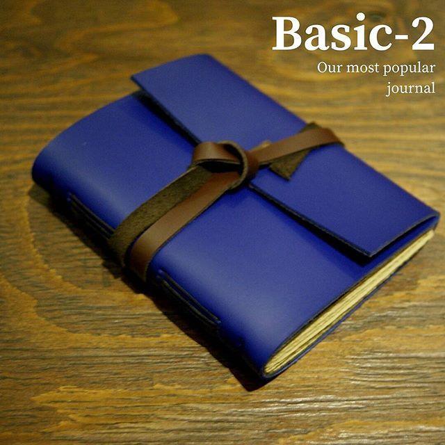 """Basic-2: Odessa Variant. Yang ini bagusnya di #KotorinAjah apa #alwaysclean ya? . .  Kini akun official line kami berubah menjadi '@hibrkraft' (pakai @). Add @hibrkraft (please use """"@"""") di LINE kamu atau chat langsung untuk pemesanan order pricelist dan katalog! Selain itu kami juga akan post info dan trivia menarik seputar dunia penulisan journalling sketch dan lainnya :) . . #journal #productphotography #handicraft #leather #bukuunik #travelnote #photography #bookbinding #booklover…"""