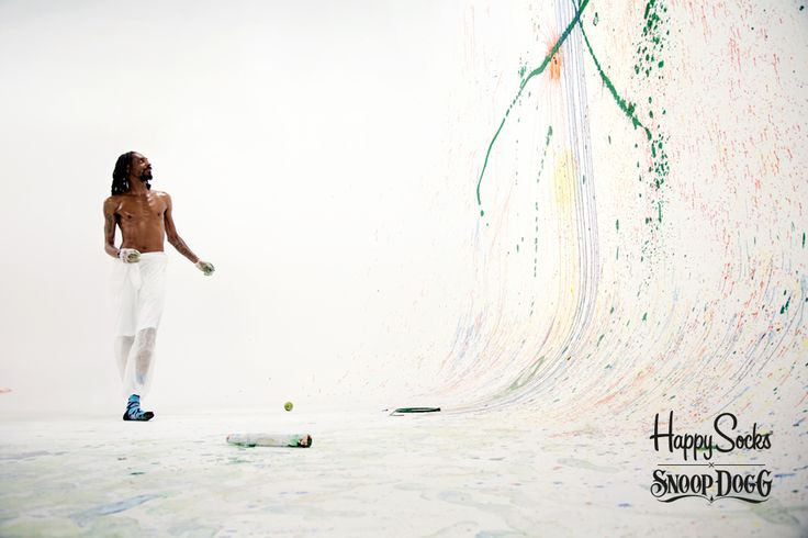 The Art of Inspiration: Snoop Dogg the Artist. Admiring the canvas.