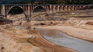 Spanien und Portugal sind von einer schweren Dürrekatastrophe betroffen, hier ein fast ausgetrockneter Fluss im spanischen Entrepeñas.