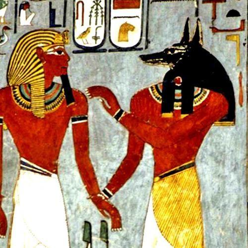 Mi dios egipcio es Anubis, de cabeza de chacal, encargado de los ritos fúnebres y la momificación, fue junto a Osiris el dios del inframundo. Es un Dios oscuro, que participa en el juicio de las almas de los muertos. El cuidado de los muertos y su preservación para la vida eterna eran cruciales en Egipto, y daban un significado a la vida humana al darle un lugar en la eternidad. Por ese motivo, Anubis es un dios venerado, además de misterioso. Conocedor de los aspectos oscuros.- ¿Y el tuyo?