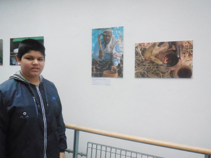 Young person visiting Oxford House's art gallery as part of his Arts Awards Bronze!