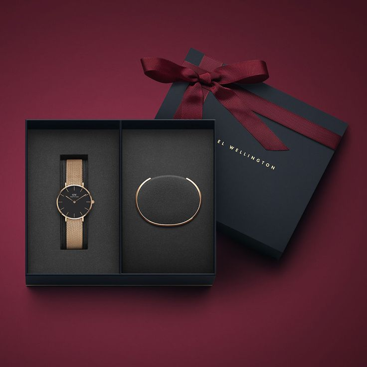 The perfect gift set for the lady in your life this Christmas... Treat her to this gorgeous Daniel Wellington Ladies Melrose Watch & Classic Rose Cuff Gift Set! http://www.drakesjewellers.co.uk/product/daniel-wellington-79/