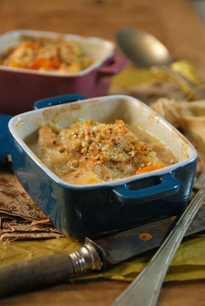 C'est le moment parfait pour faire bons plats chauds. Pour cette recette de fête, j'ai fait une cassolette de poisson au four et légumes...