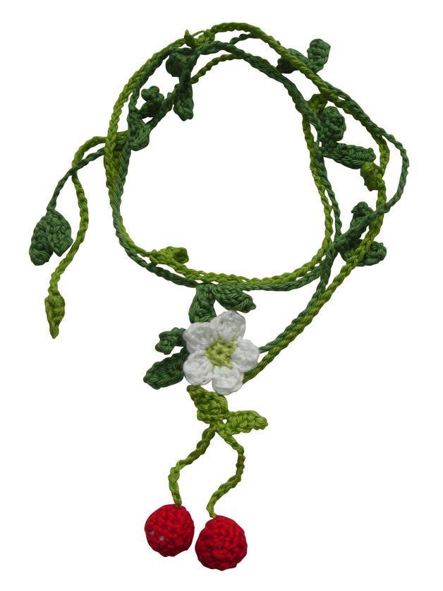 Sommerliche Häkelanleitung für eine Kischen-Wickelkette / crochet in summer: crochet a necklace with cherries, diy by Möhrchenland via DaWanda.com