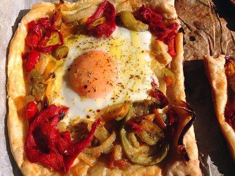 """Voici une recette tirée du superbe livre «Jerusalem» de Yotam Ottolenghi et Sami Tamimi.Je vous ai déjà fait les suivantes recettes tirées de ce magnifique livre:les «Aubergines brulées aux graines de grenade»,La salade de pois chiches épicés,Le sandwich «Falafel"""" ,Conchiglie sauce yaour"""