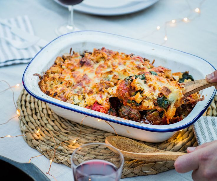 Meatball bake with crunchy topping