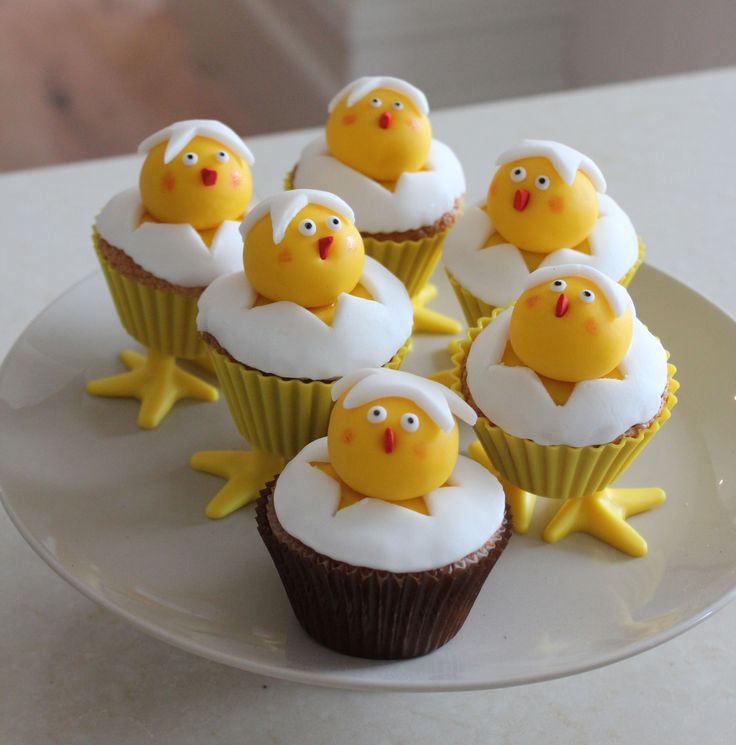 Hatching Easter Chick cupcakes!