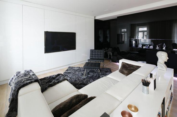 Czarno-biały salon. Zobacz galerię modnych aranżacji  - zdjęcie numer 9