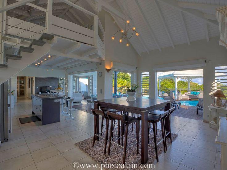 Location vacances villa Sainte-Anne: salle à manger