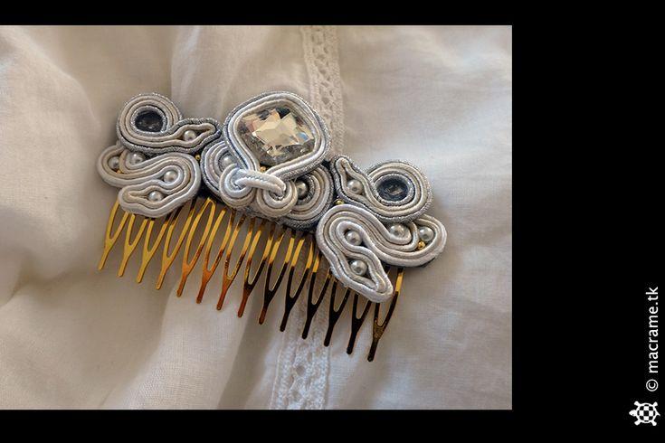 A bridal soutache hair comb for a friend who is soon getting married.  Un pettinino di soutache da sposa per un'amica che sta per sposarsi.