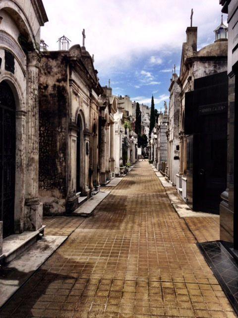 Cementerio De La Recoleta: A Buenos Aires