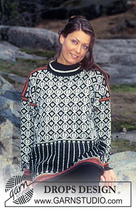 Sweater i Camelia med nordisk rudemønster og striber