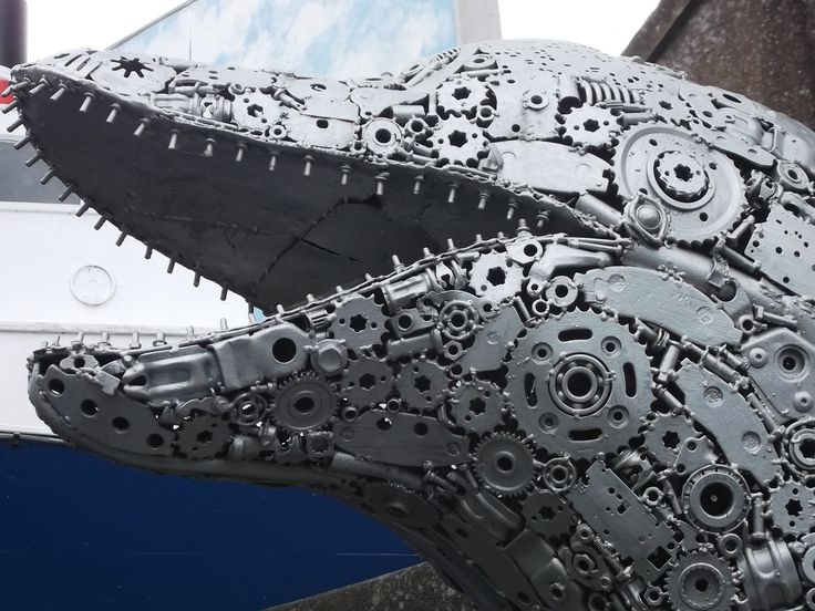 Crazy futuristic 'Kelpie'-style sculpture outside a pub in Kelso. Of all places.