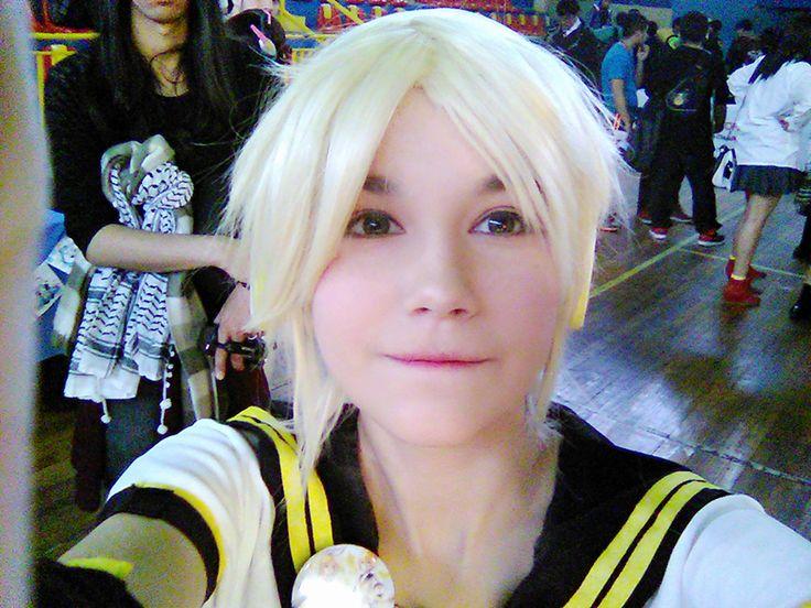 Kagamine V4X - Kagamine Len Cosplay Photo Propiedad de Shimoda Len. ¡Es un Cosplay hecho por fan! (´・ω・`)