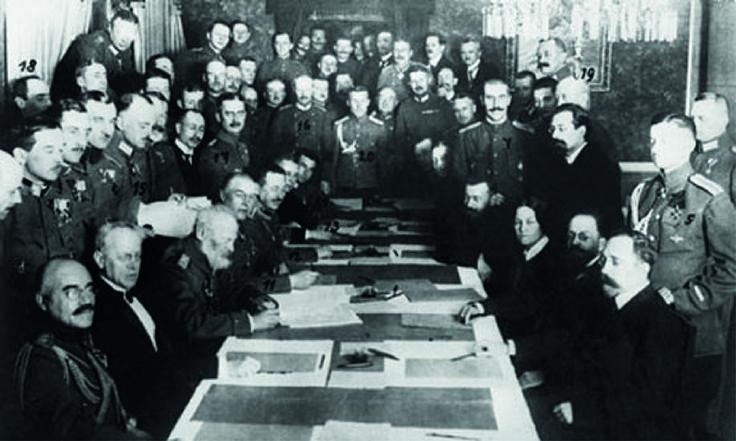 En ladécada de 1920, tras el final de laPrimera Guerra Mundial, se instituyó laSociedad de Naciones, que nació con el fin de evitar que un conflicto de esa magnitud volviese a repetirse.