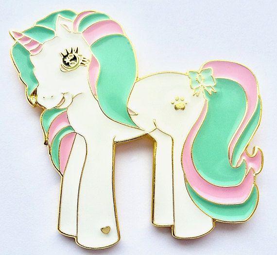 Spilla pin unicorno colori pastello rosa menta pony  https://www.etsy.com/it/listing/537689831/spilla-pin-unicorno-colori-pastello-rosa?ref=shop_home_active_11