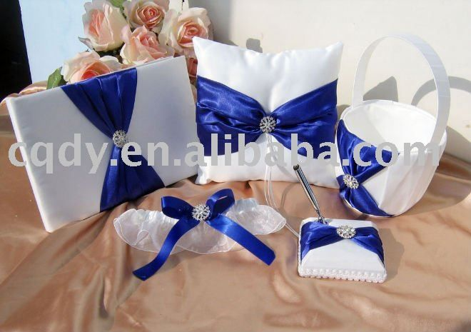 royal-blue-flowers-for-wedding-cake-together-with-wedding-cake-royal-bluewedding-decoration-wedding-gift-wedding-decoration.jpg (660×465)