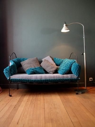 banquette pour enfant moderne lit ancien fer forg habill coussins sur mesure d co vintage. Black Bedroom Furniture Sets. Home Design Ideas