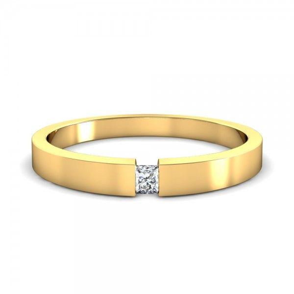 Wunderschöner Verlobungsring mit Princess Cut Schliff in Gelb Gold. #love #mariage #forever #yes #hochzeit #verlobung