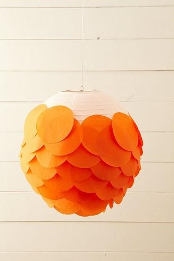 """lampe """"boule"""" + écailles de papier"""