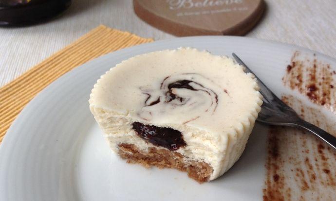 Tvarohový cheesecake s povidly a skořicí
