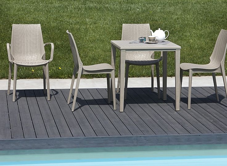 Italian square garden outdoor dining table Ozo by Scab