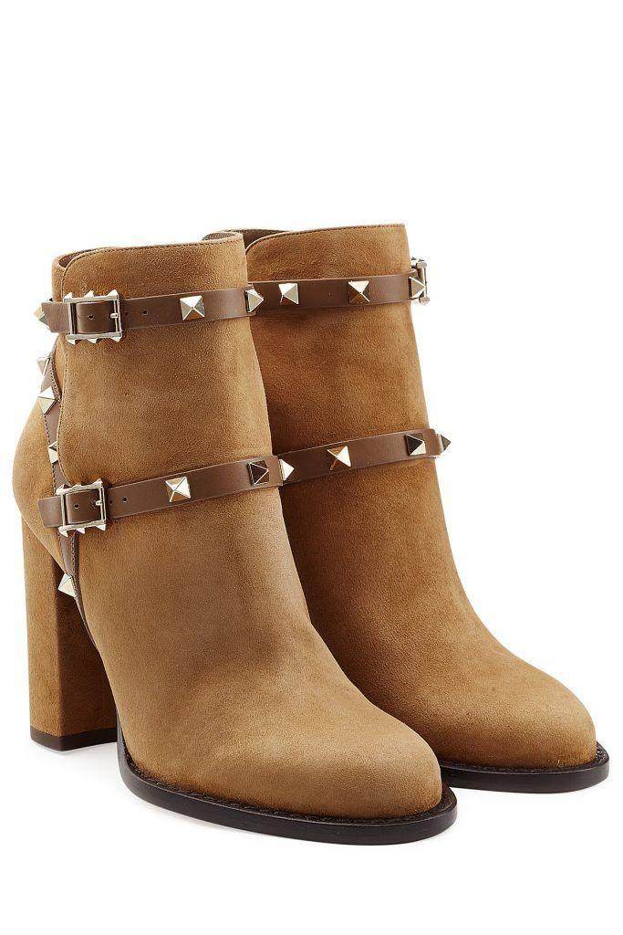 #Valentino #Ankle #Boots #Rockstud aus #Leder #, #Camel für #Damen Für eine Prise Valentino > Grandezza im Alltag: die nussbraunen Ankle Boots aus streichelzartem Veloursleder mit goldfarbenen Nieten  >  Nussbraunes Veloursleder, braune Lederriemen mit goldfarbenen Nieten, runde Zehenkappe  >  Innen >  und Laufsohle aus Leder, Blockabsatz  >  Stylen wir mit Skinny Jeans oder einem Pencil > Skirt aus Denim