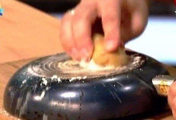 Легкий способ очистить сковородку