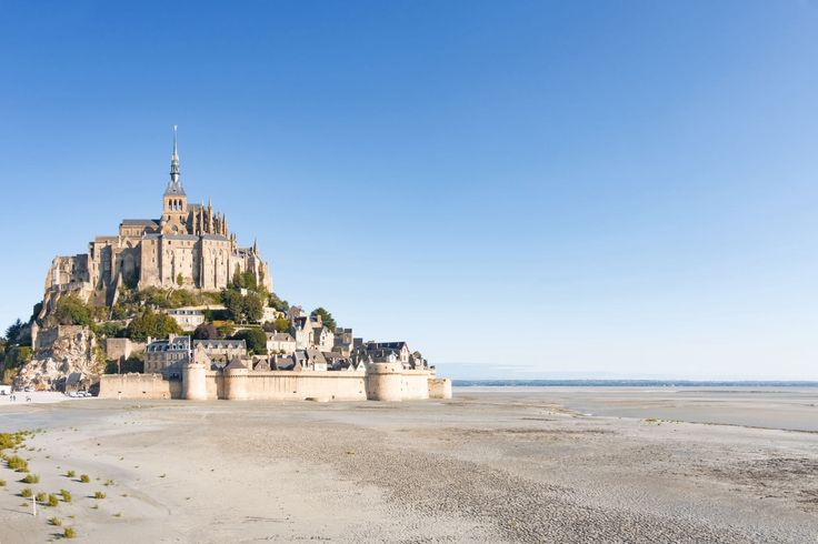 Between Brittany and South Normandy Cotentin Peninsula in the north, planted in the middle of the most beautiful bays in the world, Mont-Saint-Michel is one of the treasures of the French heritage legacy. Combining architectural masterpieces and wonders of nature, it was no less a masterpiece in danger. © Jens Tandler - 123RF
