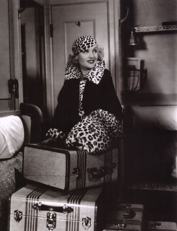 Carole Lombard... All that leopard!