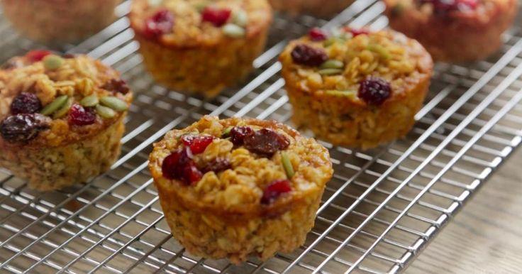 Ces muffins santé sont parfaits! Moelleux, savoureux et riches en nutriments, ils combleront tous vos besoins pour les matins pressés!