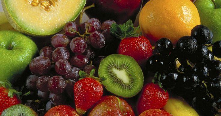 Frutas exóticas que maravillan por su rareza. Las frutas son una fuente de alimentación esencial para el hombre y aportan gran cantidad de fibra, vitaminas y minerales que nos permiten tener un balance perfecto. Funcionan como antioxidantes, retardando el deterioro del organismo y constituyen una parte importante de la dieta humana. La experiencia ...