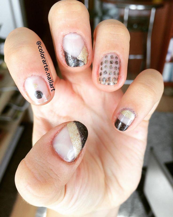 Lo minimalista y geométrico es lo mío / Minimalist and geometric is mine 🔳💅#colorarte #instanailschile #instanails #instadesign #nails #naildesing #nailschile #nailart #nailartchile #nailartdesign #manicure #manicurechile #uñas #unhas #nail #nailpolish #nailswag #essie #essiepolish #esscence #minimalist #negativespace #nailartminimalist