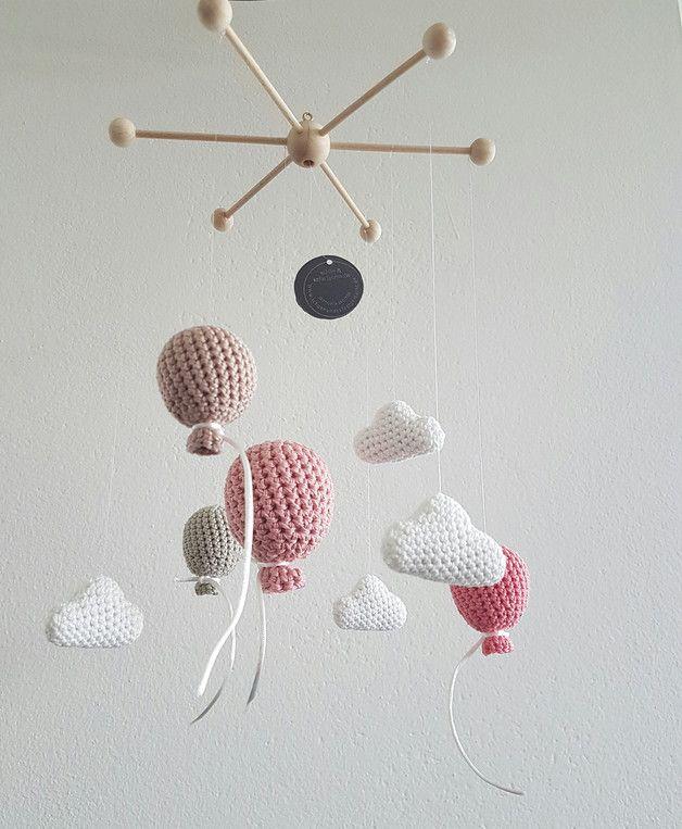 Mobile 'Balloon' sorgt für Unterhaltung über dem Babybett, dem Stubenwagen der Wickelkommode oder dem Laufstall. **Sicherheitshinweis Das Mobile ist kein Babyspielzeug und dient nur als…