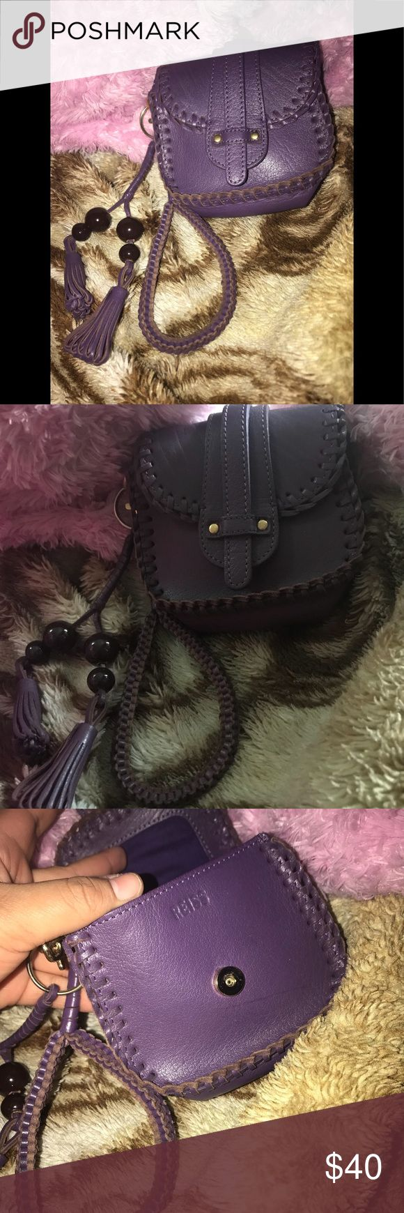 Reiss Wristlet Authentic Small Reiss Wristlet in excellent condition no flaws very cute and chic has a zipper pocket on the inside perfect for your small essentials Reiss Bags Clutches & Wristlets