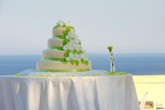 Una torta multipiano per un #matrimonio in riva al mare
