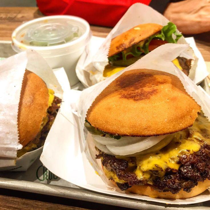May 2018 be filled with shake shack.    #foodporn #food #losangeles #dtla #la #munchies #eater #eaterla #foodandwine #fuckthatsdelicious #foodie #foodphoto #foodbeast #foodstagram  #shakeshack #burger #burgerporn #glutenfree