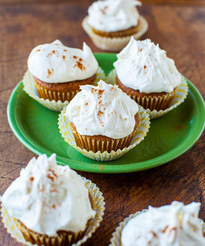Pumpkin+Spice+Cupcakes+with+Marshmallow+Buttercream+Frosting